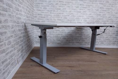 Standing Desk | FIL Furniture